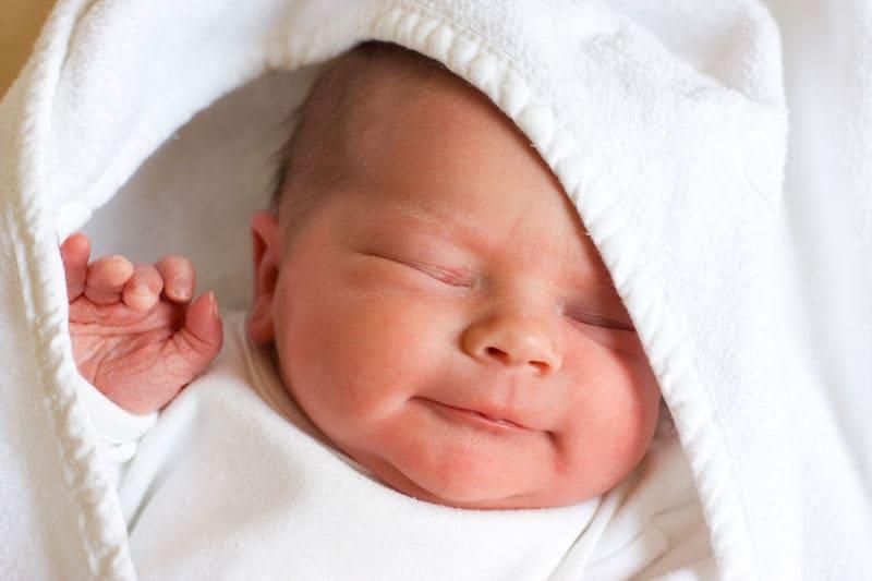 newborn baby sleeping--what is the best newborn sleep schedule